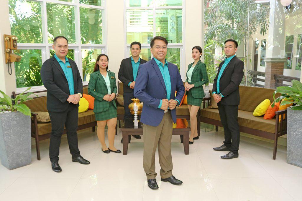 staff (6)