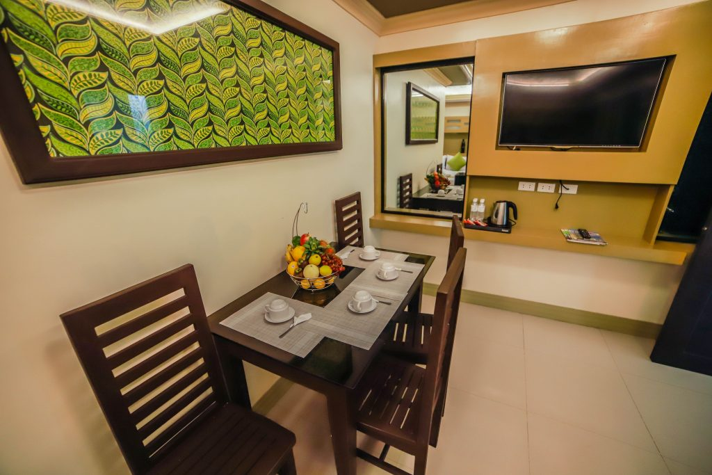 DINING AREA DELUXE ROOM PIC 2