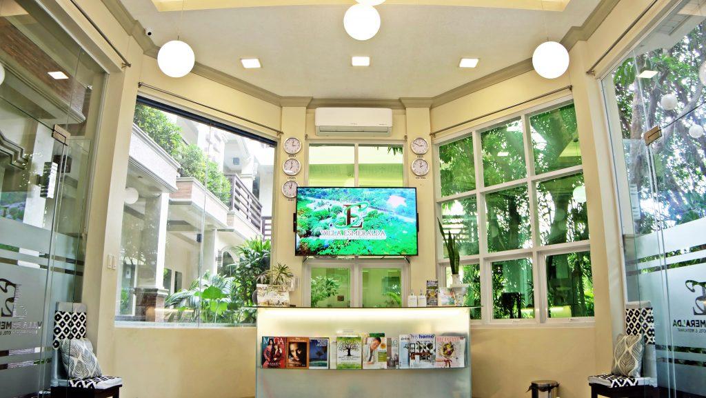 villa esmeralda lobby