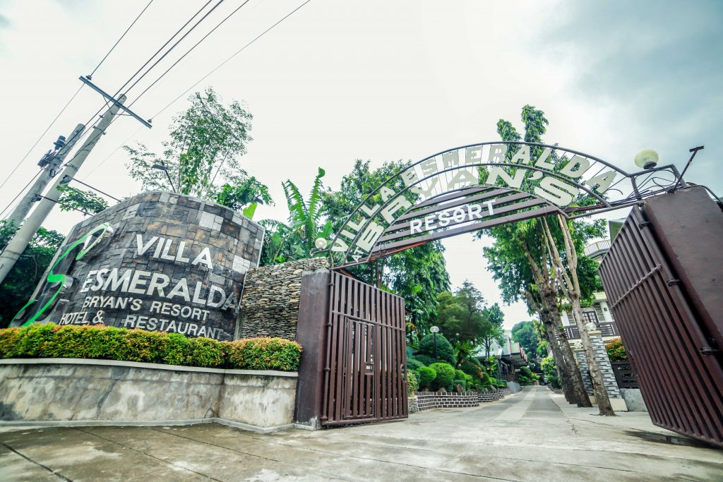 villa esmeralda entryway